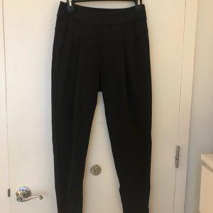 Lululemon Black Pleated Pant Size 4